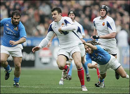 Damien Traille is shackled by Italy's Paul Griffen