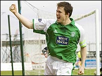 Gary Caldwell celebrates his goal for Hibs
