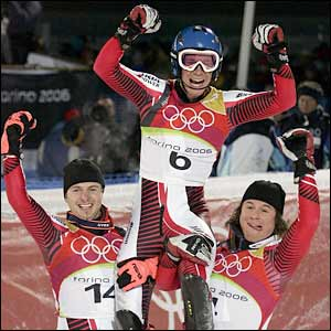 Benjamin Raich celebrates winning gold