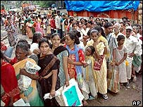 Queue for food in Mumbai