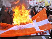 Pakistani protesters rally in Lahore, 24 Feb 2006