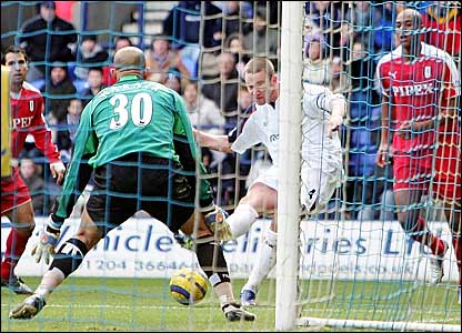 Kevin Nolan (second right) scores Bolton's winner