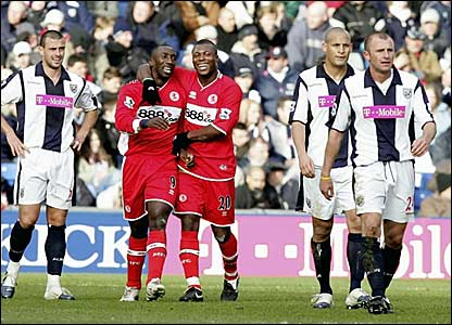 Jimmy Floyd Hasselbaink (second left) and Yakubu celebrate Middlesbrough's second goal