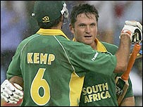Graeme Smith celebrates his century with Justin Kemp
