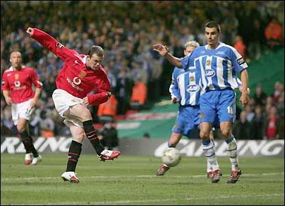Wayne Rooney scores his second goal