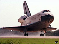 Space shuttle Discovery landing, 1998