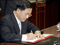 Taiwan's President Chen Shui-bian signs to scrap the National Unification Council and its guidelines in Taipei, Tuesday, Feb. 28, 2006