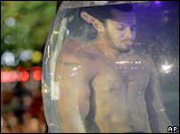 David Blaine in fish bowl