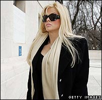 Anna Nicole Smith arriving at the Supreme Court