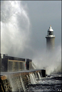 Huge 40ft waves hammer against the side of Tynemouth lighthouse, Tuesday February 28, 2006