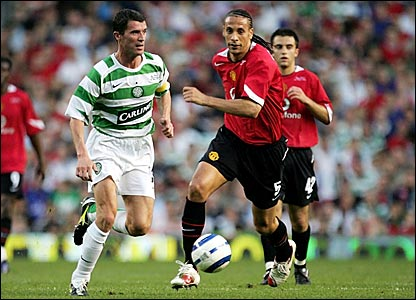 Roy Keane moves past Manchester United defender Rio Ferdinand