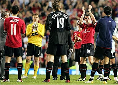 Roy Keane (second right) applauds the fans at the end of his testimonial