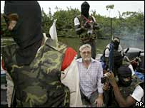 Macon Hawkins (centre) surrounded by militants on 24 February 2006