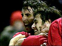Gary Neville celebrates with England goalscorer Joe Cole