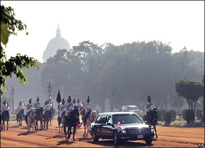 The president's car escorted by horseback guards