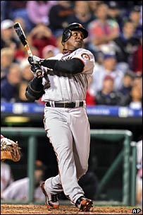 Barry Bonds hits home run number 713