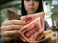 Person counting yuan notes