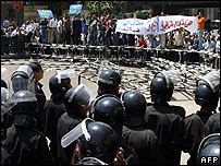 Protesters supporting the judges and riot police - 27 April 2006
