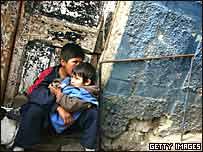 Ni�os bolivianos en un barrios pobre de La Paz