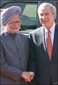 Indian Prime Minister Manmohan Singh (left) and US President George W Bush