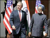 US President George W Bush (left) and Indian Prime Minister Manmohan Singh