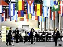 Preparativos en el centro de prensa de la cumbre