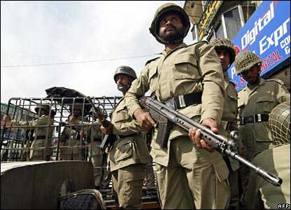 Pakistani paramilitary troops in Islamabad 3 March 2006