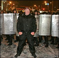 Riot police in Minsk, 2 Mar 06