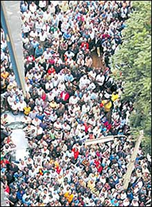 Bird-eye view of crowds listening to opposition leaders on Thursday outside The Standard's offices (Copyright: East African Standard)