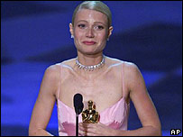 Gwyneth Paltrow accepting Oscar in 1999