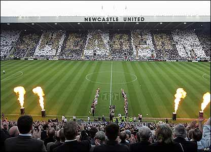 Thousands of fans spell out the name of the Newcastle record goalscorer