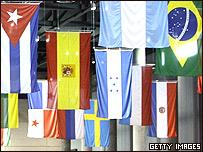 Banderas de Europa y de Am�rica Latina en la Cumbre de Viena.