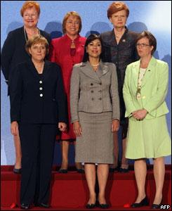Atr�s: Finlandia, Chile y Letonia.  Delante: Alemania,  El Salvador y Suecia.