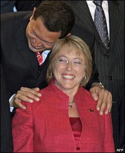 La presidenta de Chile, Michele Bachelet junto a su homólogo venezolano, Hugo Chávez