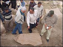 Visita de Zahi Hawass, del Consejo Supremo de Antigüedades.