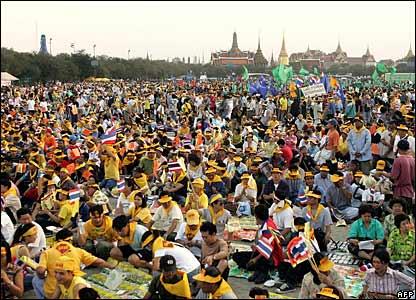 Thai protesters demanding the resignation of PM Thaksin Shinawatra