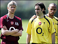 Arsene Wenger (left) with Robert Pires and Thierry Henry