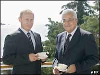 Russian President Vladimir Putin (left) and Palestinian leader Mahmoud Abbas in Sochi