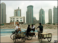 Migrant workers in Chinese city - archive picture