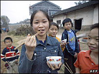 Children eating in rural Anhui province - archive photo
