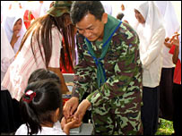 Lt Col Narong Suankaew with children in Ragnae district
