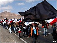 Escondida workers demonstrating