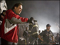 Oliver Stone directs a scene in the World Trade Center film