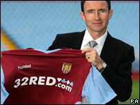 Martin O'Neill and an Aston Villa shirt, sponsored by32Red.com
