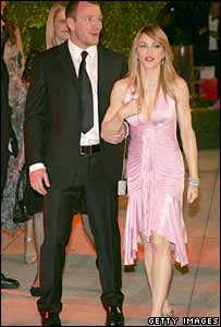 Director Guy Richie and singer Madonna arrive at the Vanity Fair Oscar party at Mortons