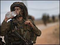 Israeli soldier crosses back into Israel from Lebanon 9 August 2006