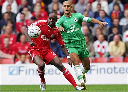 Mohamed Sissoko shields the ball from Yaniv Katan