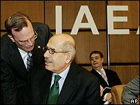 Mohamed El-Baradei, director del OIEA y embajador Gregory Schulte