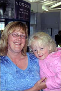Air traveller Yvonne Smith and her daughter Amber