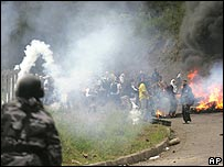 Residents of the Amazonian region of Napo clash with policemen